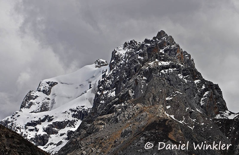 Glaciated peak S of Ganzi along Payul Rd DW Ms.jpg